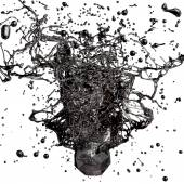 éclaboussure de mazout noir isolé sur fond blanc — Photo