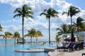Plavecký bazén v Azul Fives hotel v Playa del Carmen na Riviera Maya, Mexiko na 14 prosinci 2014. — Stock fotografie