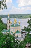 Plyos, Russia. Church of the Resurrection over river Volga. — Stockfoto