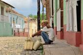 A man with a baskets in Trinidad, Cuba  on May 3, 2014. — Stock Photo