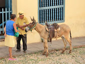 A man and woman in Trinidad, Cuba on May 3, 2014 — Stock Photo