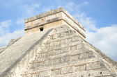 Ancient Mayan pyramid Kukulcan temple in Chichen Itza, Mexico. — Stock Photo