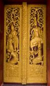Porte en bois et ornés de la délicate et belle. — Photo