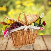 Picnic Basket. Romantic picnic — Stock Photo