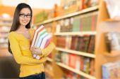Élève, étudiant, bibliothèque. — Photo