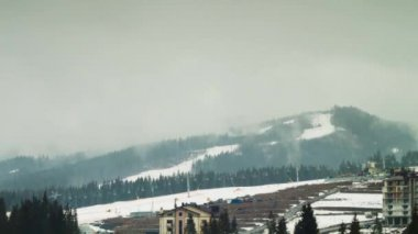 Clouds moving over the mountains. Ski resort. Time Lapse — Stok video