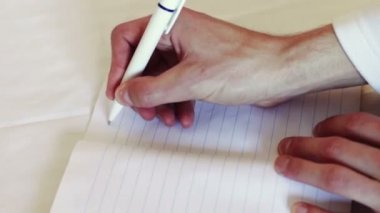Man writes a pen in a notebook. The phrase I love you. — Stock Video
