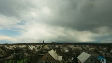 The rain clouds. in the sky moving over the houses in the city. Timelapse — Stock Video