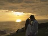 在日落时亲吻 — 图库照片