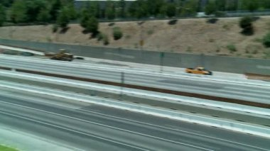 Empty stretch of the 405 freeway in Los Angles as crews tear down part of a bridge. — Stock Video