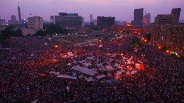 Protestors gathered in Tahrir Square — Stock Video