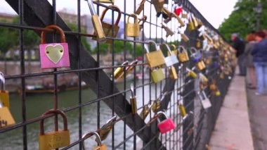 Features locks from couples — Stock Video