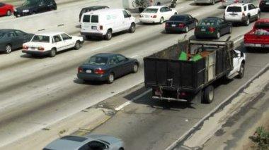 Traffic moves along  freeways — Stock Video