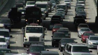 Traffic drives along  freeways — Stock Video