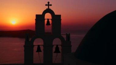 夕阳在背后对希腊的圣托里尼岛 — 图库视频影像