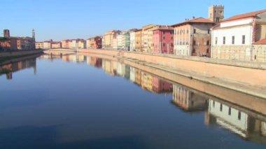 Buildings line a symmetrical canal — Stock Video