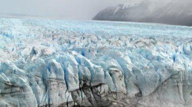 Un vaste glacier Arctique — Vidéo
