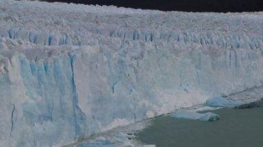 Grand glacier à distance — Vidéo