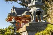 Japanese Tea Garden Pagoda & Stone Lantern — Stock Photo