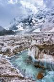 Creek flowing glacier mountains in the background — Stock Photo