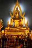 Sculpture of golden Buddha in Thai temple, Bangkok — Stock Photo