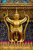 Garuda and Naga -symbolic sculpture of the Hindu and Buddhist tradition — Stock Photo