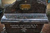 Sculptural monument on the grave of  Maria Szymanowska — Stock Photo