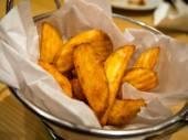 Картофельные клинья — Стоковое фото