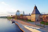 Pskov Krom on Velikaya River, Russia — Stock Photo