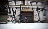 Bicycling near the house with graffiti — Stock Photo