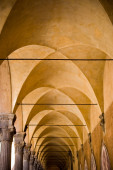 Archway in old building — Stock Photo