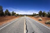 Пустая дорога в пустыне — Стоковое фото