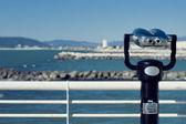 Sternwarte, Münze betriebenen Fernglas auf dem Pier in der Versilia, Vision der Strände — Stockfoto