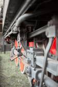 Detail of the drive wheels, connecting rods and running gear of old steam  locomotive FS940 recently restored, with elements of blur — Stock Photo