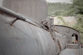 Detail of the boiler and walkway side of a steam locomotive FS 940 restored and exhibited in the heart of Garfagnana — Stock Photo
