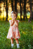 Outdoor portrait of adorable smiling little girl in summer day — Stock Photo