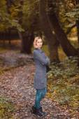 A garota no parque — Fotografia Stock