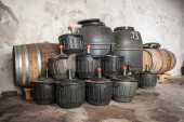 Old winery with wine vats in poor condition — Stock Photo