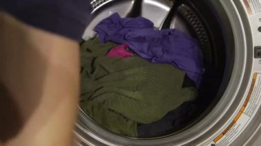 Wash machine with dirty clothes — Stock Video