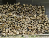 Freshly Splir Firewood Stacked Neatly — Stock Photo