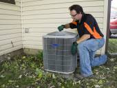 Repirman Tightening Fan Shroud On Outside Air Conditiong Unit — Stock Photo