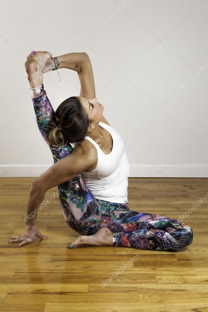 йога поза 69