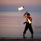 Amazing fire show on the beach — Stock Photo