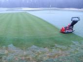 Morning fog on a golf green — Stock Photo