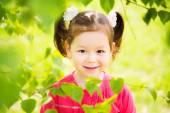 Closeup portrait of funny little kid. beautiful girls face happy — Stock fotografie