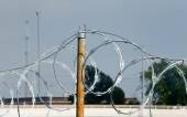 Razor Wire with Rusted Pole — 图库照片