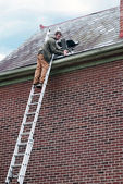 Roof Worker on Ladder — Stock Photo
