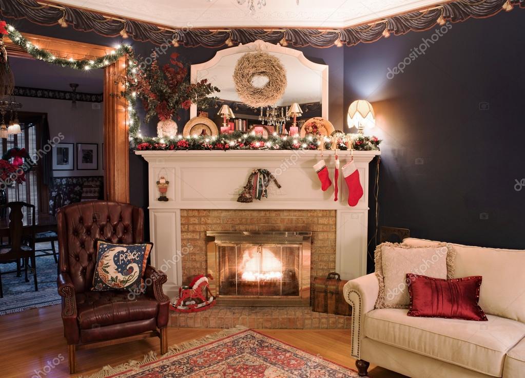 Victoriaanse kerst open haard hoek — Stockfoto © Lawcain #93945478