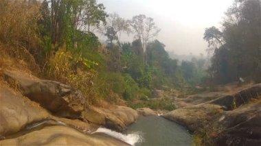 Vattenfallet nära Pai — Stockvideo