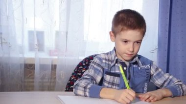 The child is doing homework, to do the job, motion video 1080p — Стоковое видео